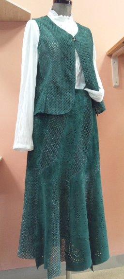ピックラメベスト・スカート.jpg