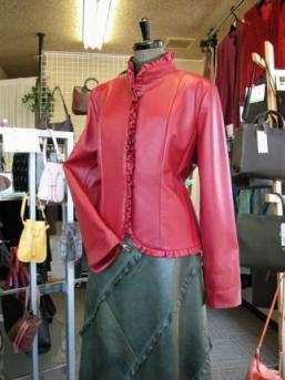 赤フリルジャケット